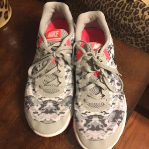 Nike (women's)Excellent used condition